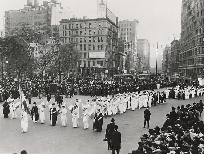 In+1913%2C+women+suffragettes+march+in+New+York+for+the+right+to+vote.